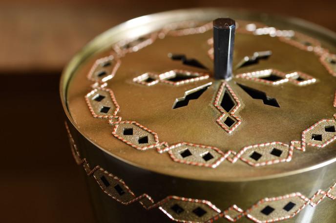 鍛朧銀撚線浮象嵌香炉 / Shibuici Incense Burner (inlayed color metals and twisted wire)