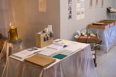 שולחן העבודה, ומעבר לחטיבה הארכיאולוגית.jpg