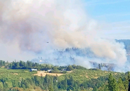 Firefighting helicopters drop water on Mosier Creek Fire 8.12.20