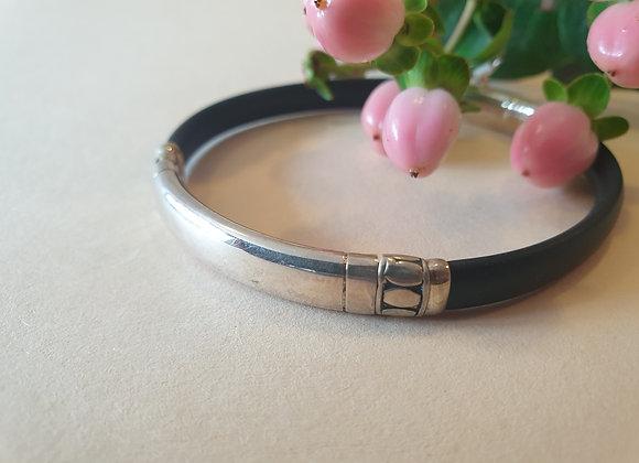 Zilveren armband met rubber