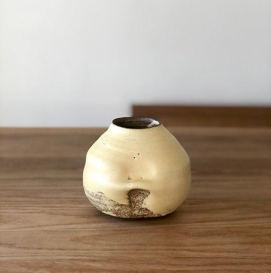 Vase yellow pattern