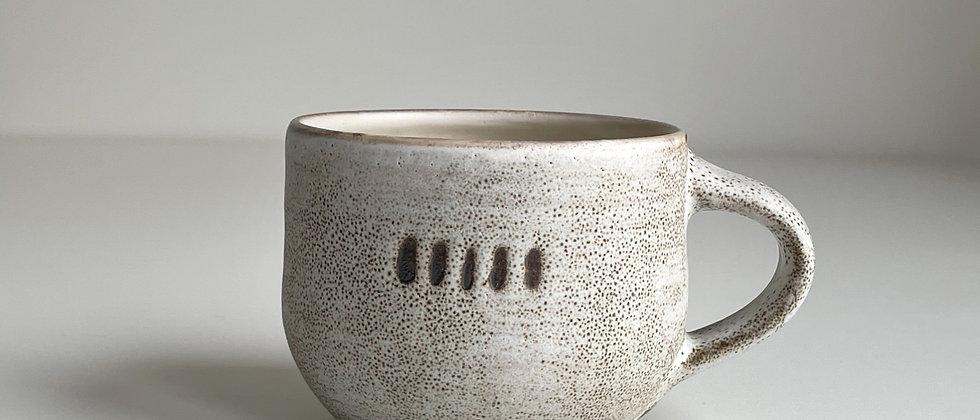 Mug Round, White With Dots -250ml