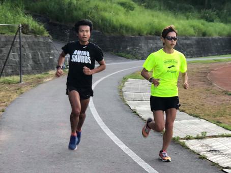 上半身の力を使って走る方法