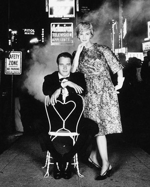 PAUL NEWMAN AND JOANNE WOODWARD IN TIMES SQUARE