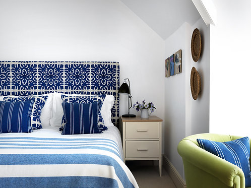 Estuary Double Room   £2,395 (£999 Deposit)
