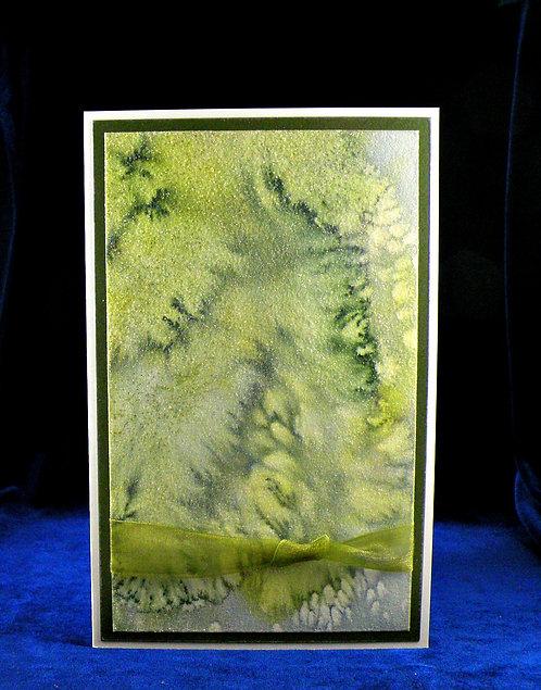 Carte avec papier artisanal vert et gris et ruban vert
