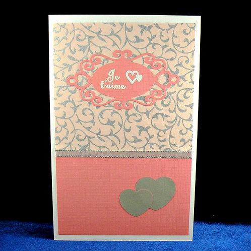 Carte amour avec médaillon ''je t'aime'' et 2 coeurs argentés