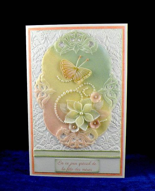 Carte fête des mères papillon et fleurs dentelle de papier