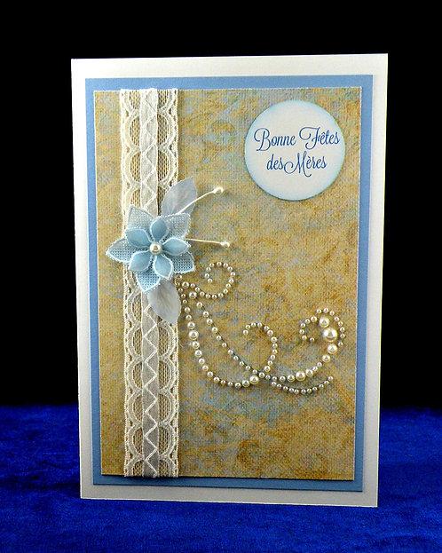 Carte fête des mères à fleur bleue et dentelle
