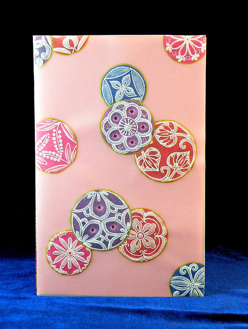 Carte en dentelle de papier aux cercles colorés (modèle Pergamano)