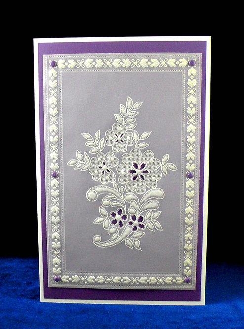 Carte dentelle de papier violet - fleurs et attaches parisiennes