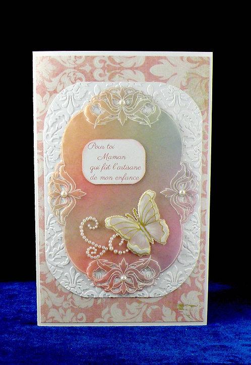 Carte fête des mères avec papillon blan-doré