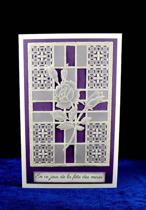 Carte fête des mères en dentelle de papier violet (modèle Pergamano)