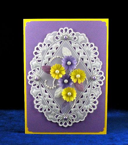 Carte à fleurs jaune et mauve
