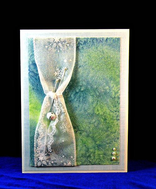 Carte de Noël enneigée tons vert et bleu avec grelot et perles