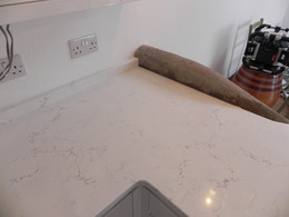 'L'Shaped worktop out of Unistone Carrara Misterio Quartz