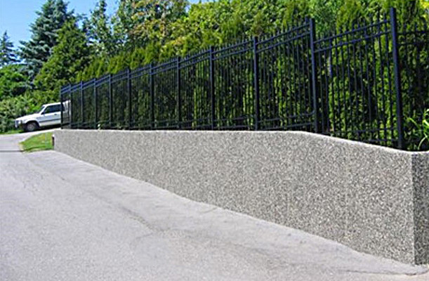 Exposed-aggregate-concrete-retaining-wal