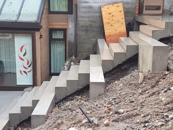 concrete-steps-11-18099R.jpg