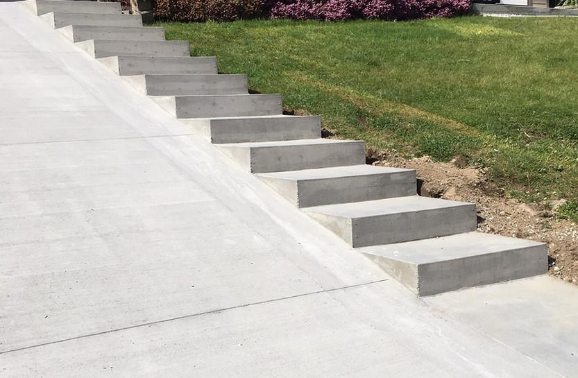 broom-concrete- driveway-steps-02-18060.