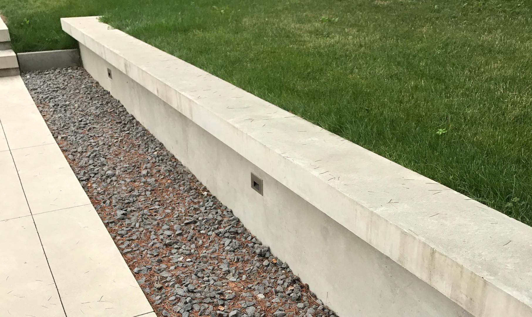smooth-concrete-retainingwall 04-17999-0