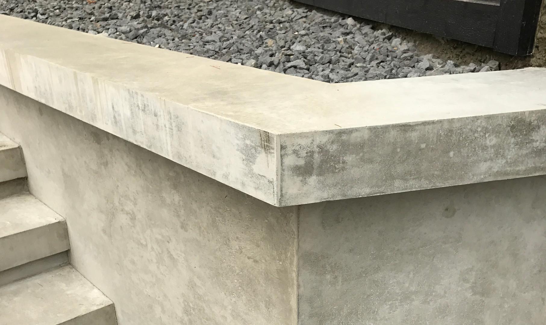 smooth-concrete-retainingwall 02-17999-0