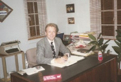 wdnl_dougatworkatoffice1990