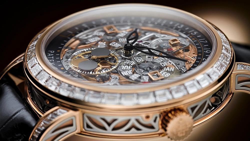 Ref.5304/301R-001三問萬年曆在錶盤、錶殼細節上都增添不少雕飾。