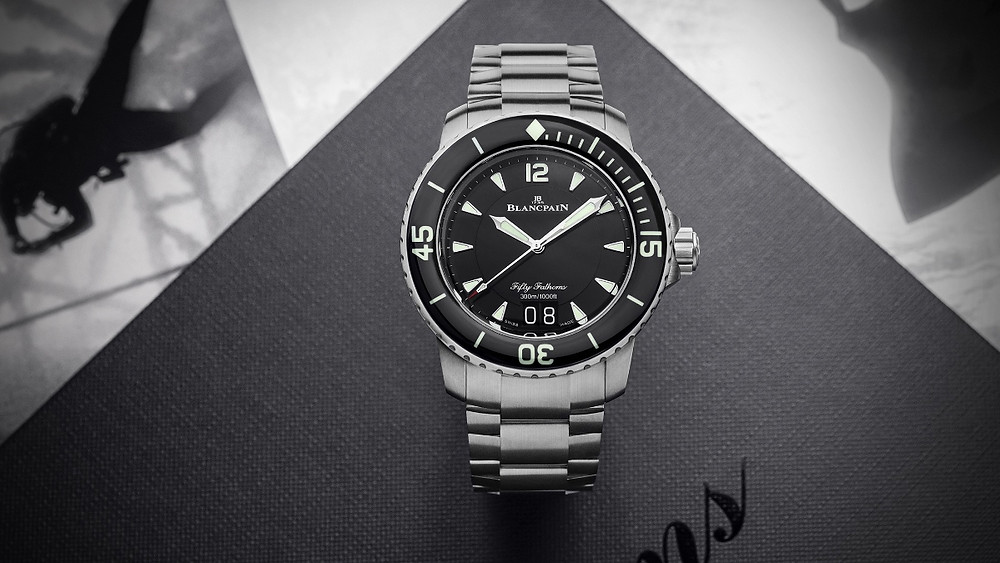 「Fifty Fathoms五十噚」大日曆自動潛水腕錶採用的是輕量化的鈦金屬材質。(Photo/Blancpain)