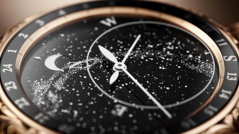 記錄北半球星塵與月亮動態的腕錶錶背非常迷人。