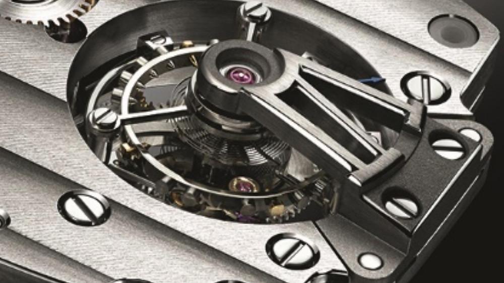 2008年「HÉRITAGE TOURBILLON 5497」問世開創了酒桶形錶殼、機芯與陀飛輪結合的新突破。