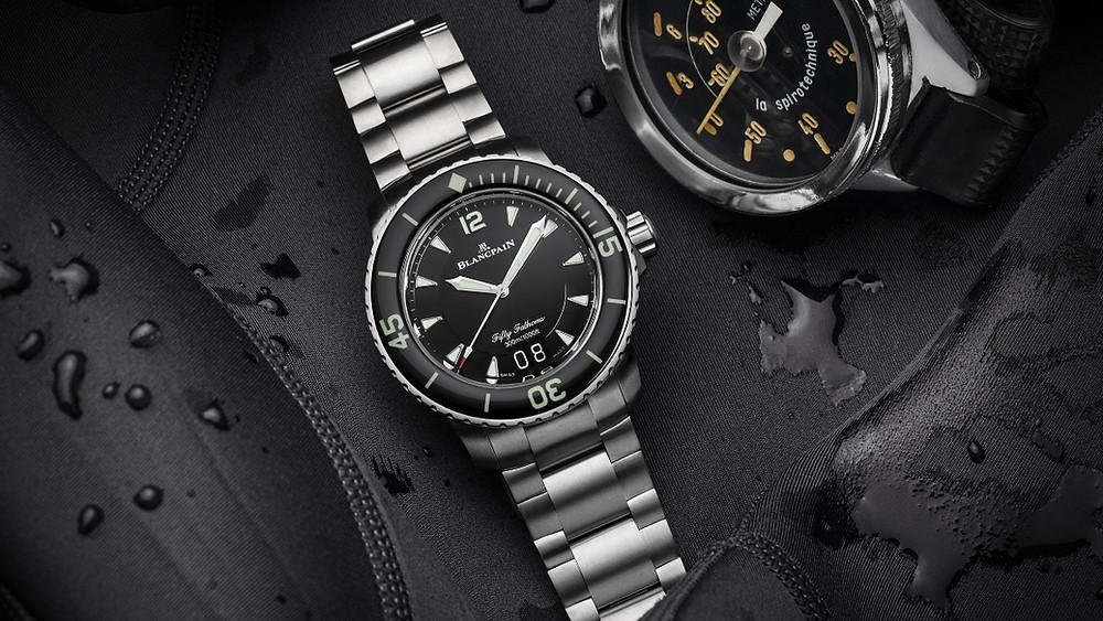 「Fifty Fathoms五十噚」大日曆自動潛水腕錶保留了過往不少經典潛水錶設計。(Photo/Blancpain)