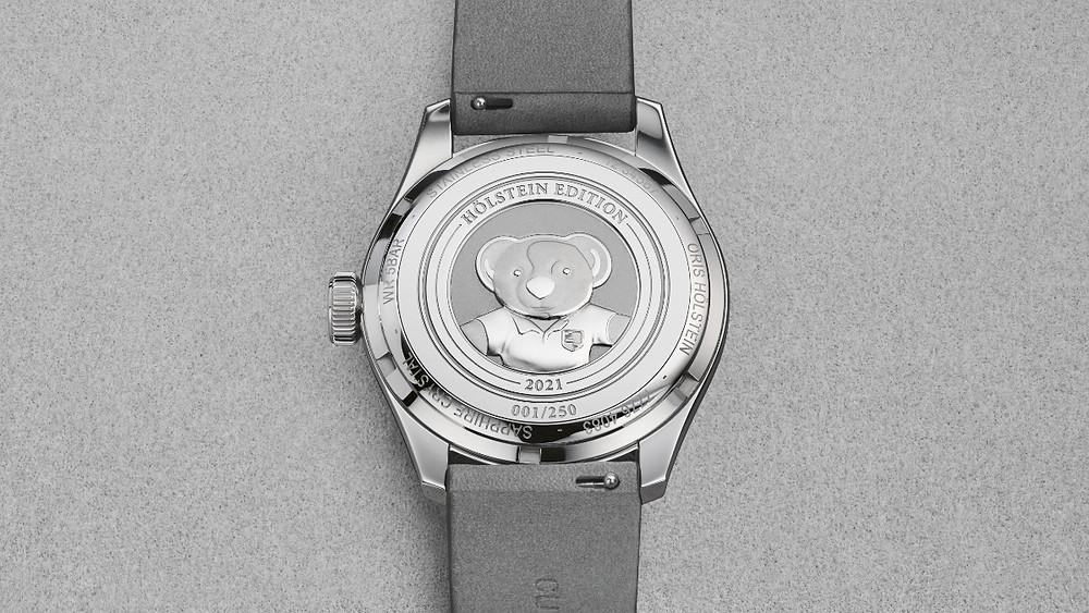 Oris Hölstein 2021限量腕錶,底蓋飾以Oris小熊鐫刻。