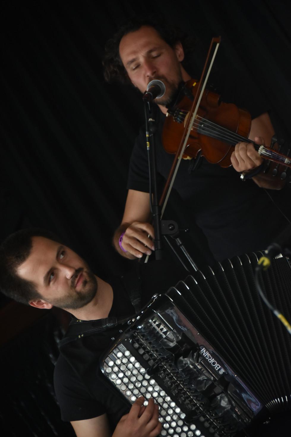 Bert Ruymbeek (crom. accordion), Edwin Vanvinckenroye (fiddle)