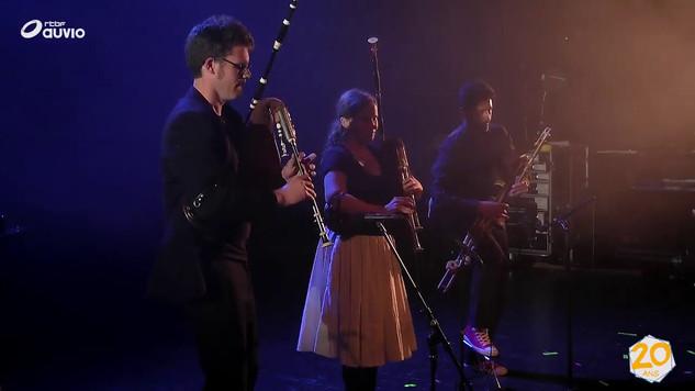 Griff trio - La tour d'horloge - videoclip le monde est un Village 20 ans RTBFna Pom