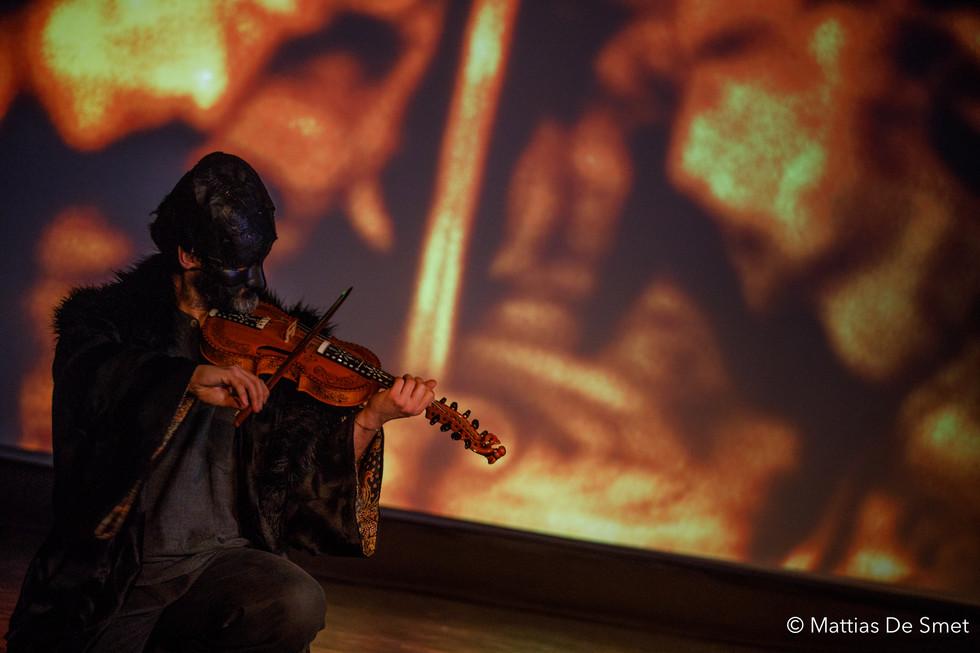 Halewyn on hardanger fiddle