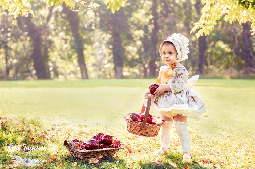 Penelope Apples-1.jpg