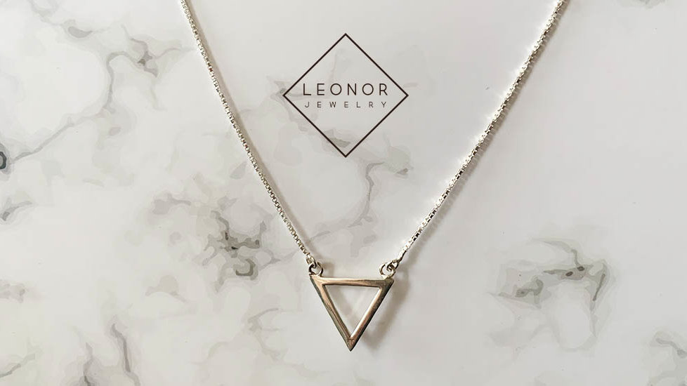 Cadena Triangulo minimal chic