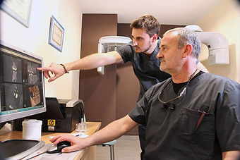 cirugía implantológica clínica dental sant boi