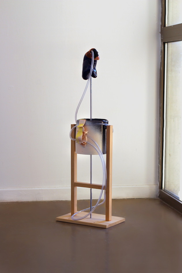 « Organe en Lévitation » - céramique, bois, tuyau, métal - 2018.