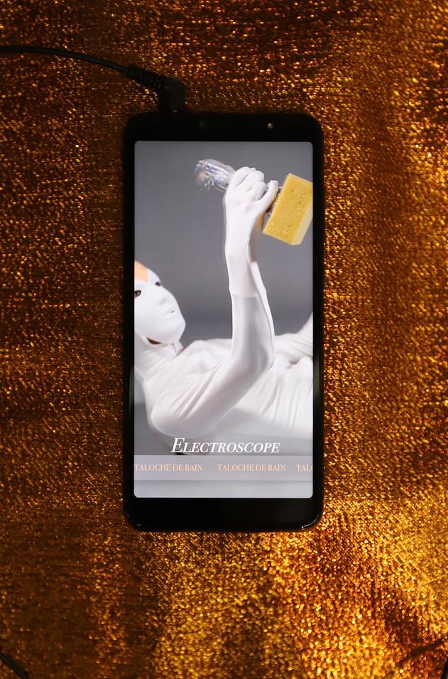 « Électroscope » - vidéo sur téléphone - 2019.