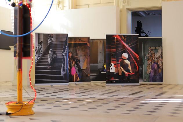 Huiles sur Enrouleurs, 5 photographies sur roll-up, 2020