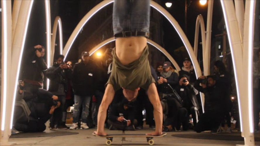 NYC's Flatiron District: Freestyle Skateboarding