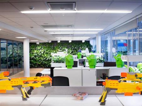 Bli med rundt i Googles lekne lokaler på Aker Brygge