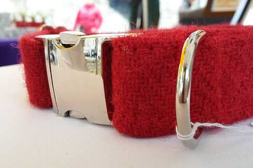 The berry red clip collar