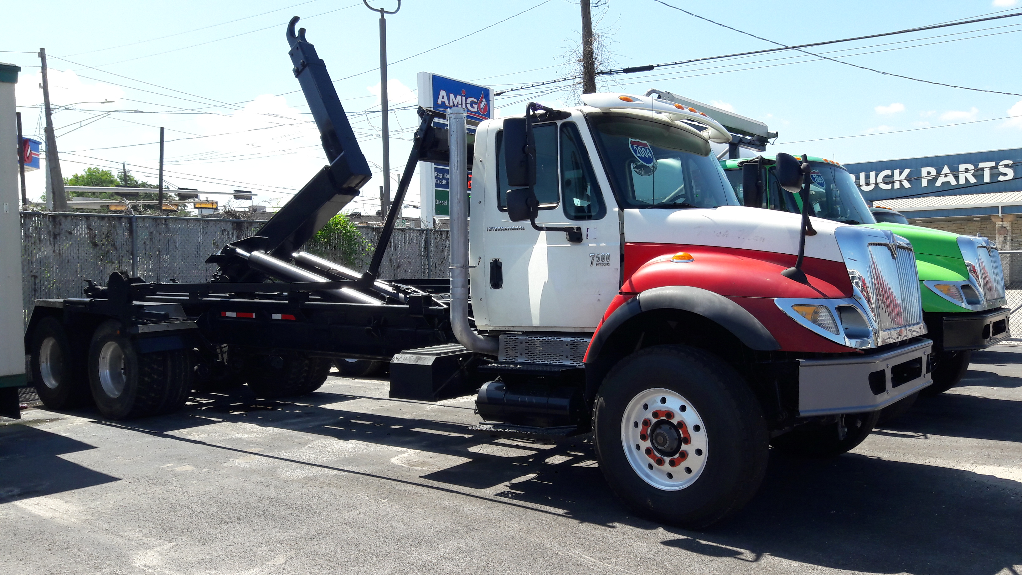2004 INTERNATIONAL 7500 HOOKLIFT