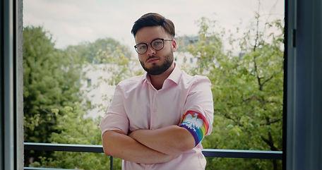 UND JETZT WIR A NOUS AGIR SUSANNE ERLER LGBT Activist Bart Staszewski