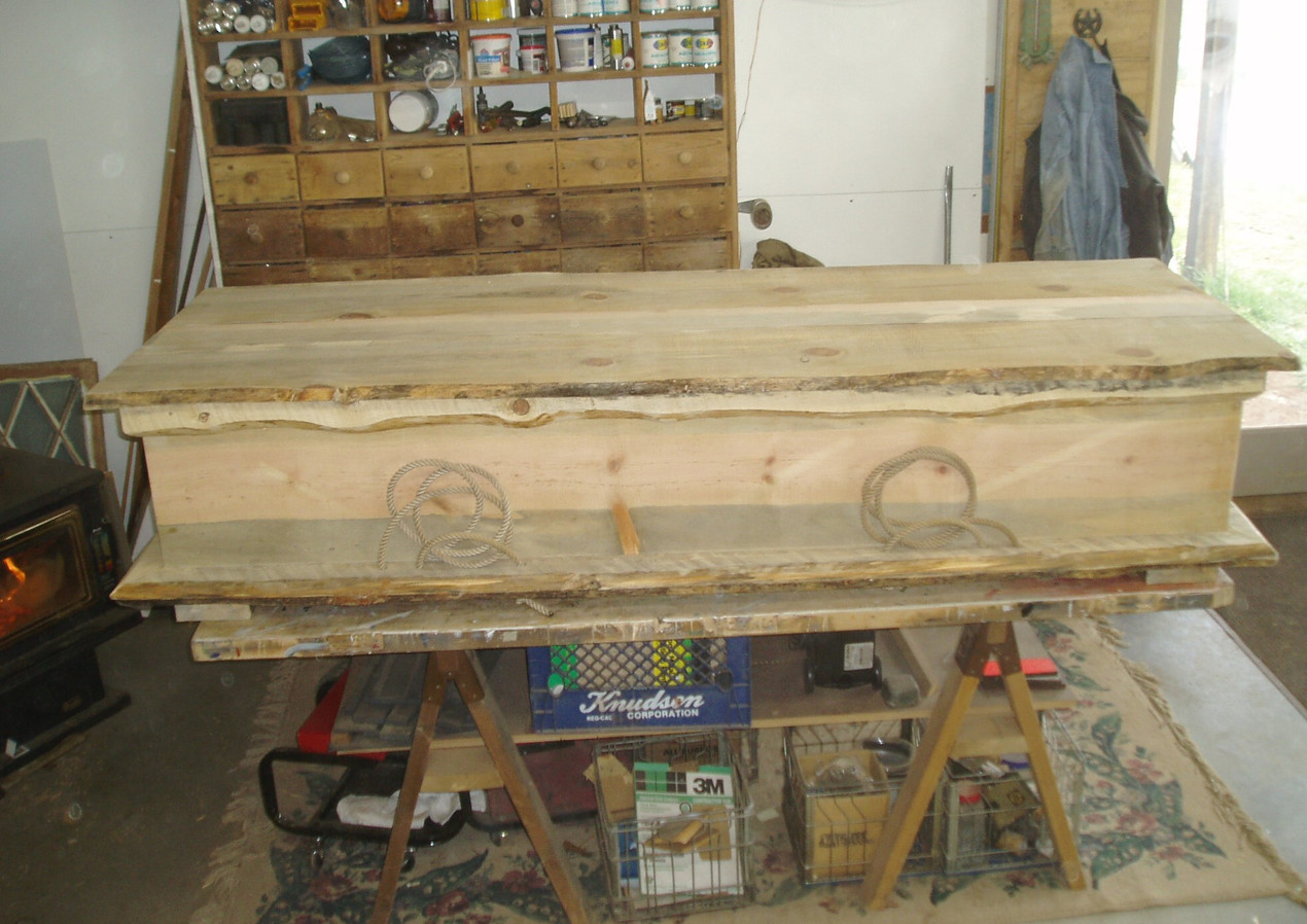 casket with rope handles by Bob