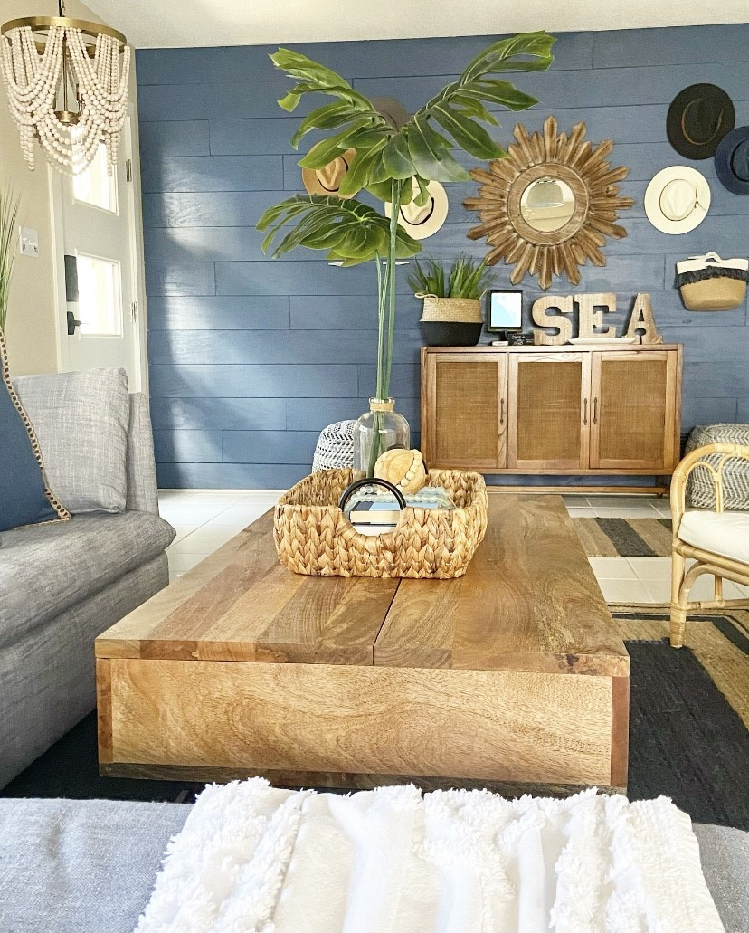Living Room/Entryway