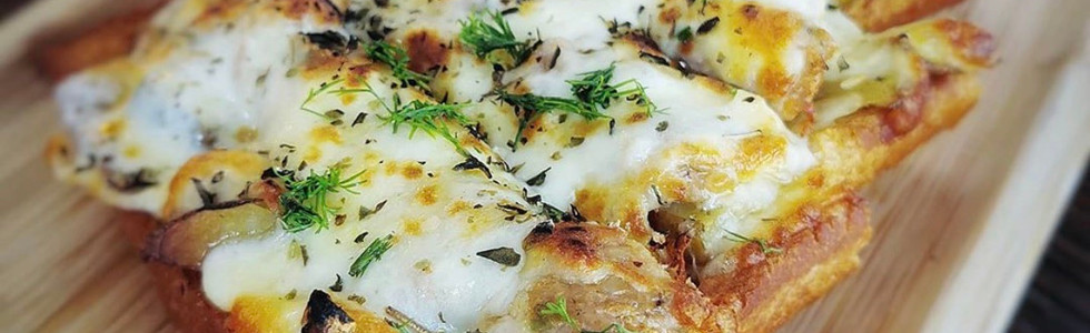 Spicy Italian Sausage Foccacia Pizza $18