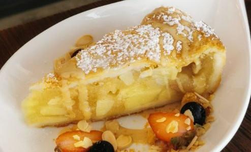 Warm Apple Pie $10